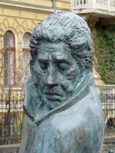 Arthur Koesler Statue in Budapest by Fekist Courtesy Wikimeda